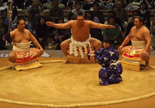 この画像は、サイトの記事「大相撲 九州場所 2016 ネットや口コミで話題 YouTube注目無料視聴動画ご紹介!」のイメージ写真画像として利用しています。